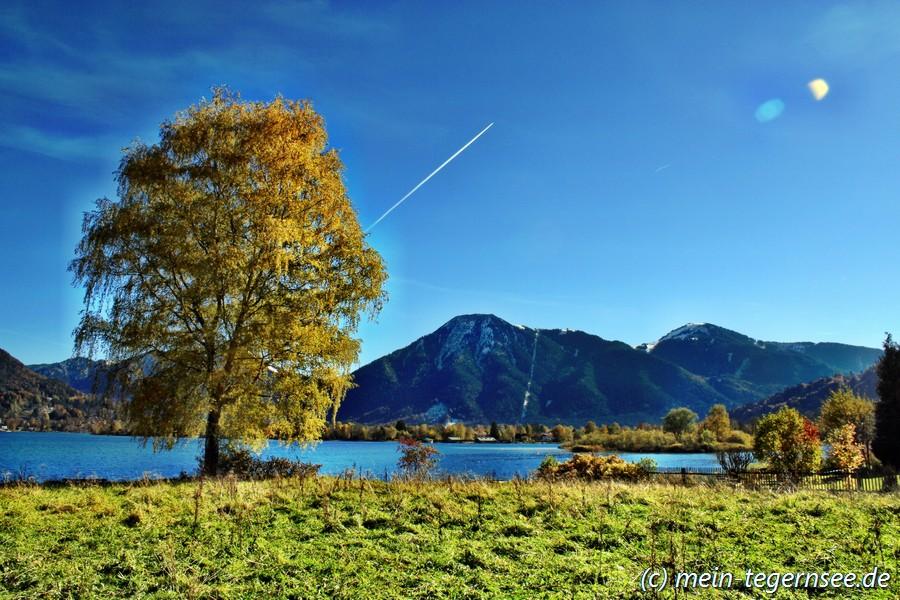 Wallberg und Tegernsee von Bad Wiessee aus gesehen.