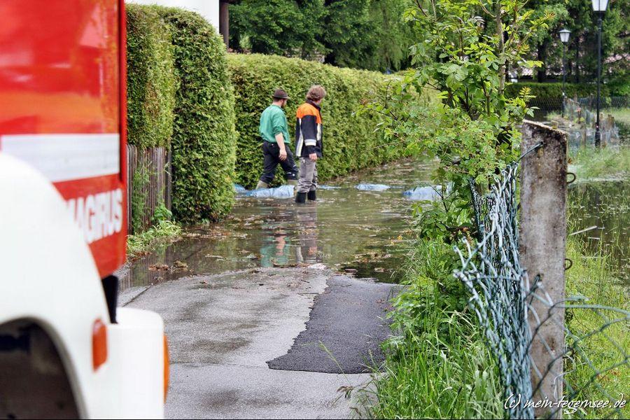 Die Feuerwehr ist rund um den Tegernsee wegen des Hochwassers im Dauereinsatz.
