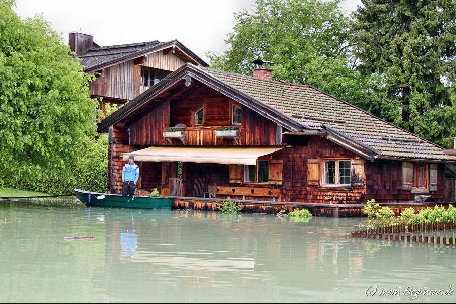 Beim Friedlhof kann man nur vom Ruderboots aus auf den Rückgang des Wassers warten.