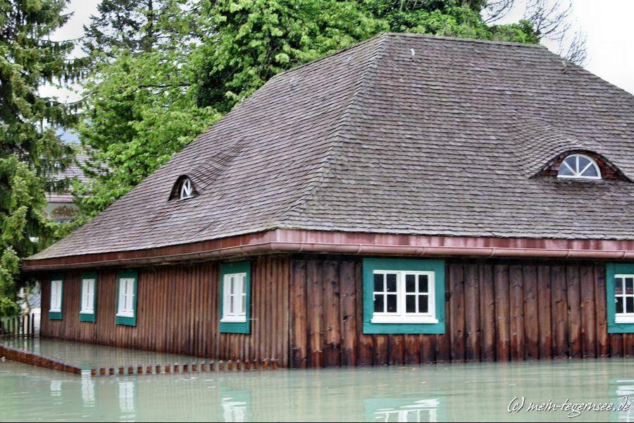 Das Gartenhaus bis zu einem Meter unter Wasser.