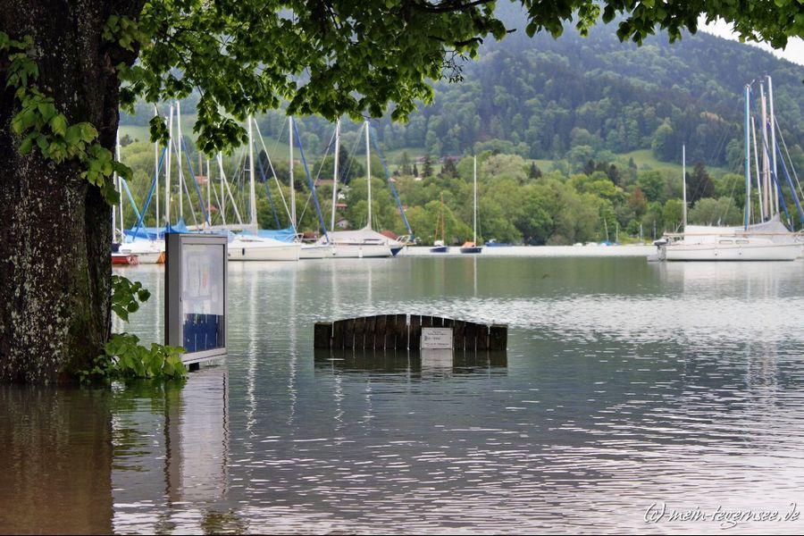 In Kaltenbrunn beim Yacht Club steht der Steg ca. 1 Meter unter Wasser.