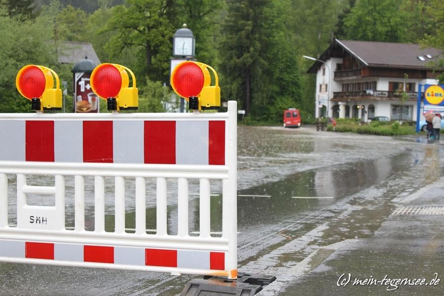 Die Verbindung von Rottach-Egern nach Tegernsee wurde wegen Hochwasser gesperrt.