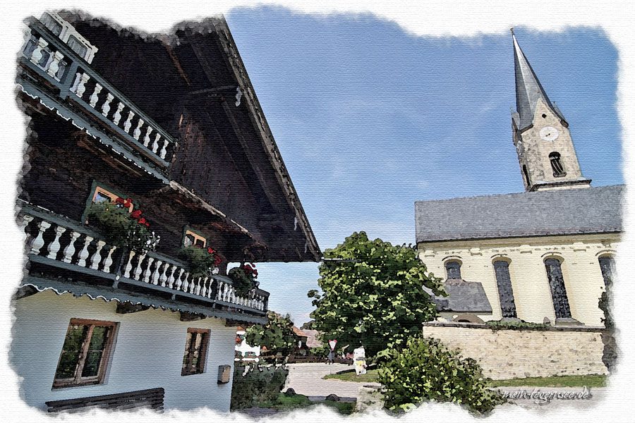 Bäuerliches Anwesen gegenüber der Pfarrkirche in Irschenberg.