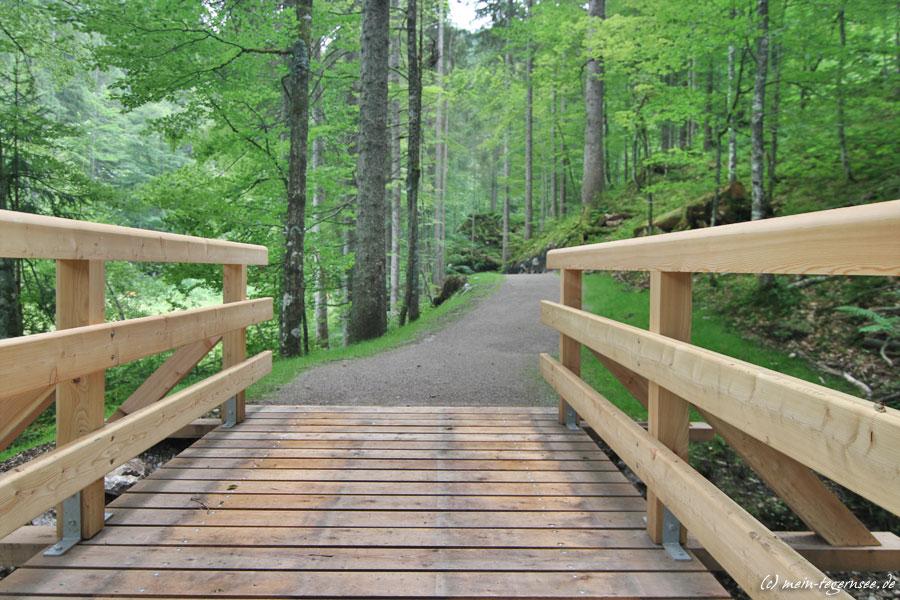 Brücke am Suttensee auch mit Kinderwagen oder Rollstuhl befahrbar