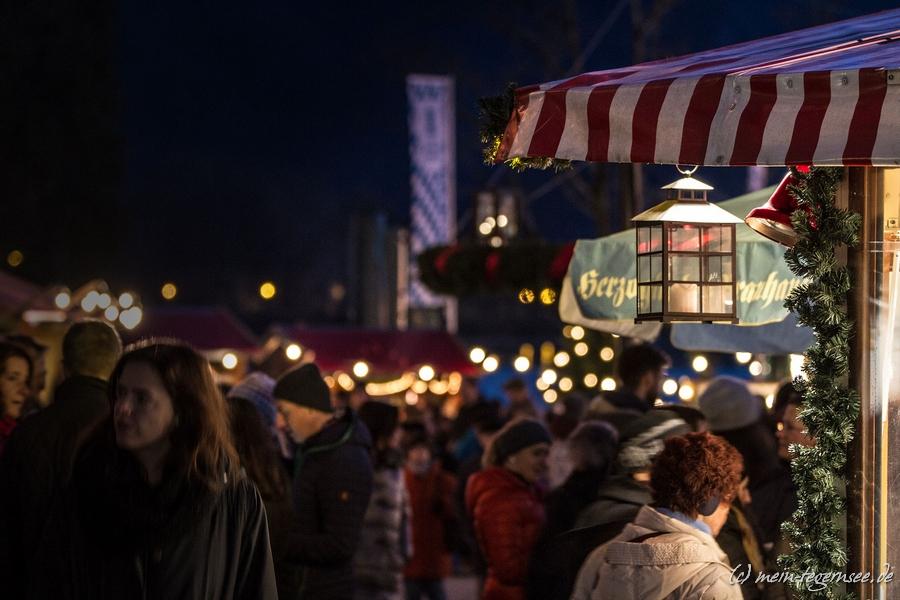 Schon im Eingangsbereich war der Tegernseer Weihnachtsmarkt gut besucht.